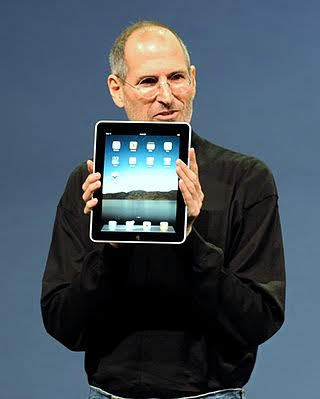 320px-Steve_Jobs_with_the_Apple_iPad_no_logo_(cropped)