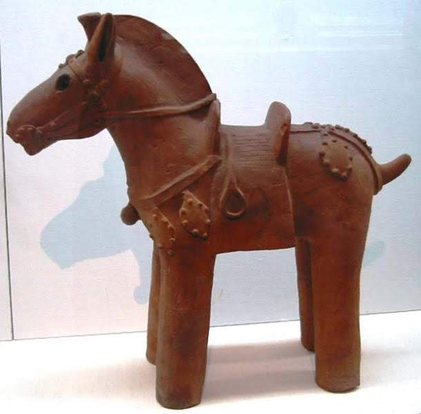 Example-of-a-clay-horse-statuette (1)